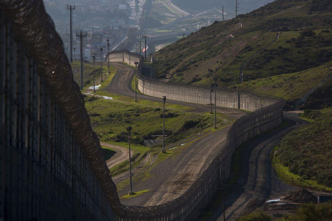 mexico-border-wall.jpg